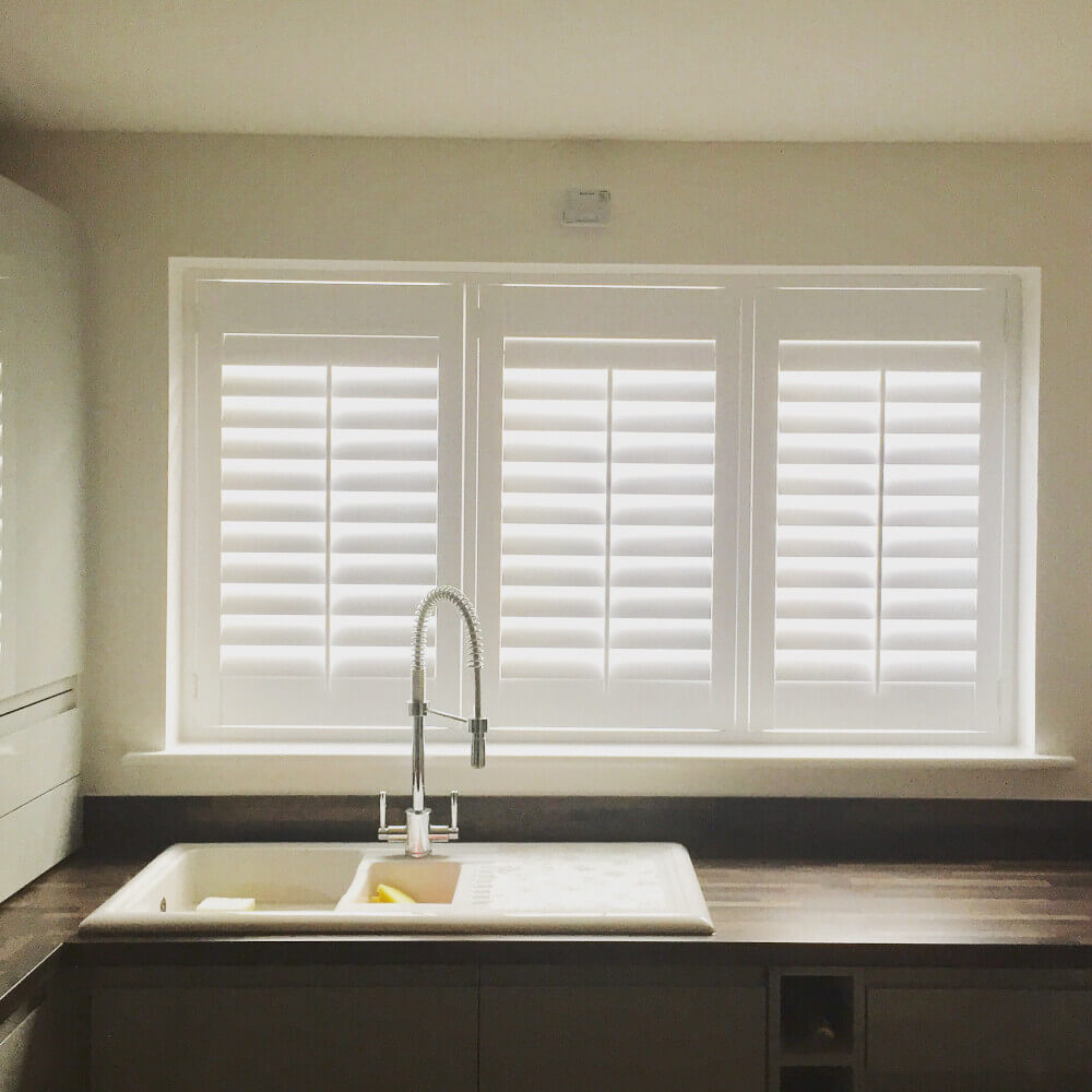 Kitchen hybrid shutters